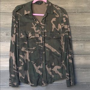 Sanctuary Camo Button-Up Top S Small